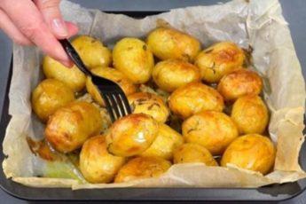 Румяный и аппетитный молодой картофель в духовке